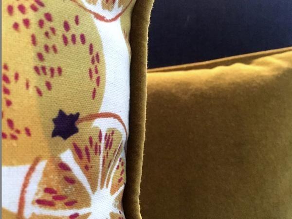 Sanderson Fabrics  Size 60 x 35 cm approx 100% cotton print depicting Emma Bridgewater pottery design with piped velvet trim Reverse side in the same velvet ...