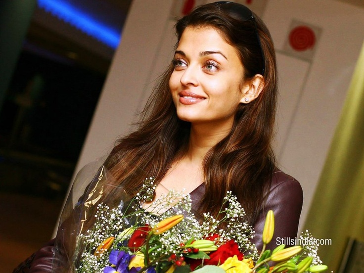 L'A selection photos of Aishwarya rai.    FROM:MITTHUAISH .L'ORÉAL PARIS OF INDIA.Copyright .2012.