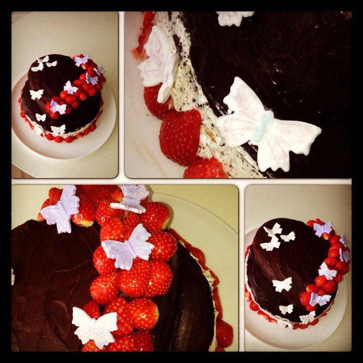 Sjokoladekake med oreo og jordbær