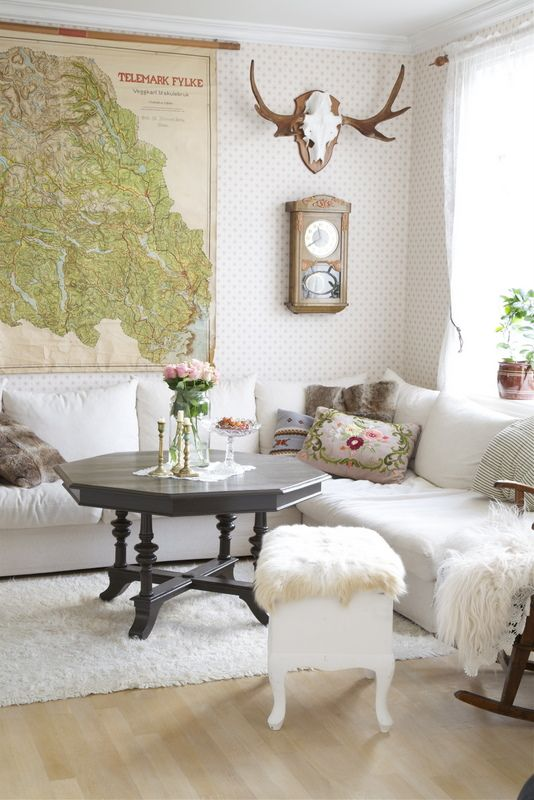 This a room that I would not normally like but I LUV all the furry accents so it makes the room!!!