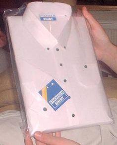 Sinterklaas surprise: Overhemd (nodig: karton, wit/gekleurd papier, knopen, prijskaartje van een (mannen)merk, lijm/plakband en transparant folie) (@ Knutsel Idee - Wim's Fröbel Pagina's)