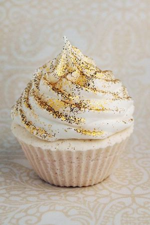 A sparkle of edible glitter for your wedding cup cakes or dessert buffet - Indian wedding decor ideas #thecrimsonbride
