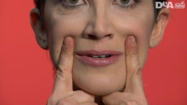Ginnastica facciale: esercizi per un sorriso più giovane