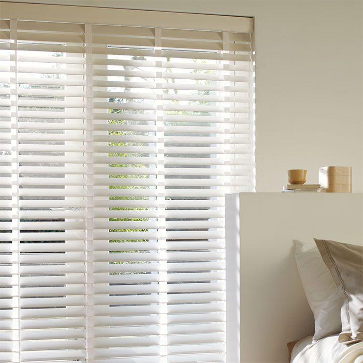 Get inspired by Luxflex window decoration. Cortinas Venecianas de Madera - 68 mm En @latorredecora http://latorredecoracion.com/