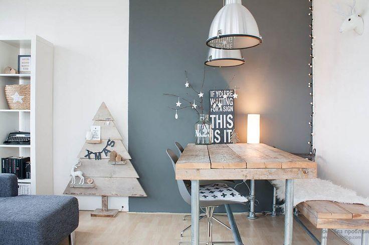Стол, скамья и декоративная елка из досок