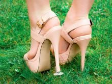 Clean Heel - Heel Stoppers an essential high heel accessory when on grass.