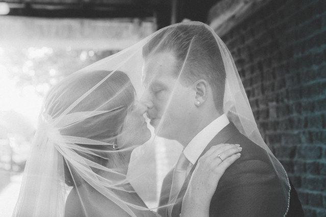 Credit: Karin Verhoog Fotografie - hoofddeksel, volk, volwassen, huwelijk (ritueel), bruid, mannelijk, monochroom, vrouw, een, ceremonie, portret, bruidegom, liefde