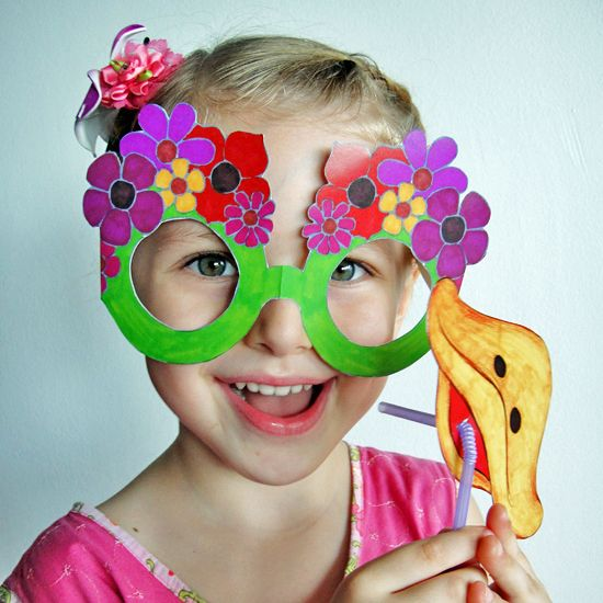 Funky Glasses for Dress Up by Hattifant to DIY. Perfect for your next kids Birthday Party. Instructions and free printables on Hattifant's website.