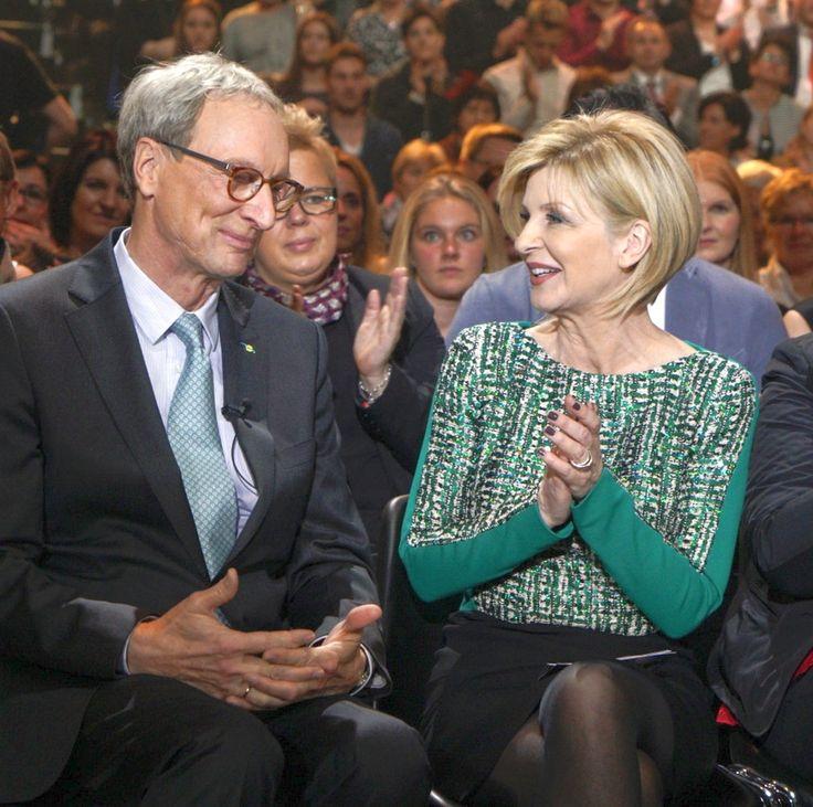 """ZDF-Spendengala mit Carmen Nebel... Gestern wurde die alljährliche, beliebte Sendung """"Die schönsten Weihnachts-Hits"""" mit tatkräftiger Unterstützung vieler Stars wie Helene Fischer und Semino Rossi ..."""