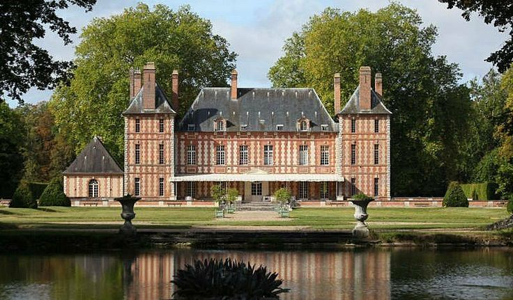 A Castle With A Rich History In Eure (MD2543868) -  #Castle for Sale in Le Neubourg, Haute-Normandie, France - #LeNeubourg, #HauteNormandie, #France. More Properties on www.mondinion.com.