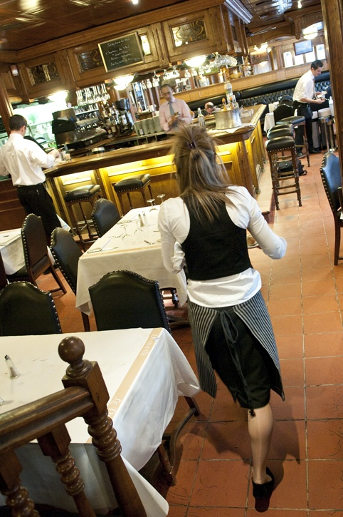 Brasserie le drakkar rue eug ne colas deauville for Restaurant le garage deauville
