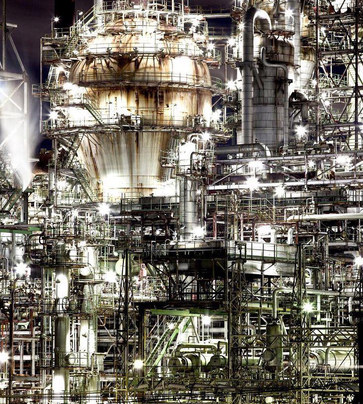 """Functions unlimited"" 昭和四日市石油(三重県) Oil refinery in Yokkaichi Japan. . 写真展の用意は進捗50% 明日までに90%終わらせないと ポストカードも用意します . . 工業風景をpostする際は follow @factory_shotz tag #factory_shotz and Write location. . #工場夜景 #変わる廃墟VS行ける工場夜景展 . by tam.takejo"