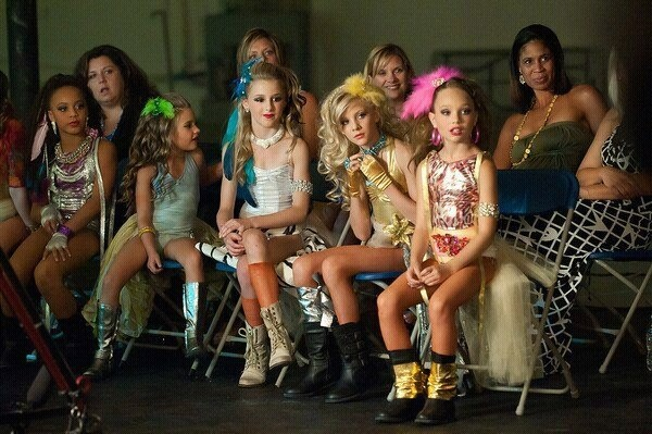 The girls in season 1 episode 12 on the set of the music video ...