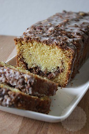 Kruimel cake met zure room en kaneel