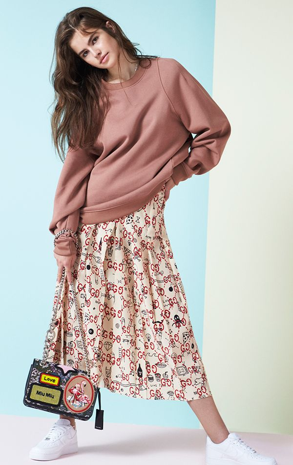 Shopping on Yoox.com is all about discovery - an eclectic and playful journeybeyond fashion's strict seasonal rules - allowing men and women to express their individuality through timeless and creative style. Visit Yoox.com today and score your next find!