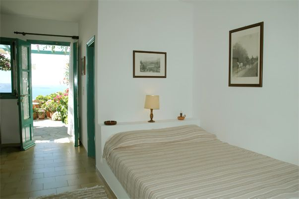 http://www.santorini-hotel-apartments.com Strogili Santorini Hotel Apartments in Oia - Spacious Apartments for Rent