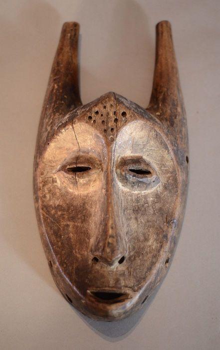 Nu in de #Catawiki veilingen: Powerful African Tribal LEGA Bwami Lukungu Society Horned Mask. Democratic Republic ...