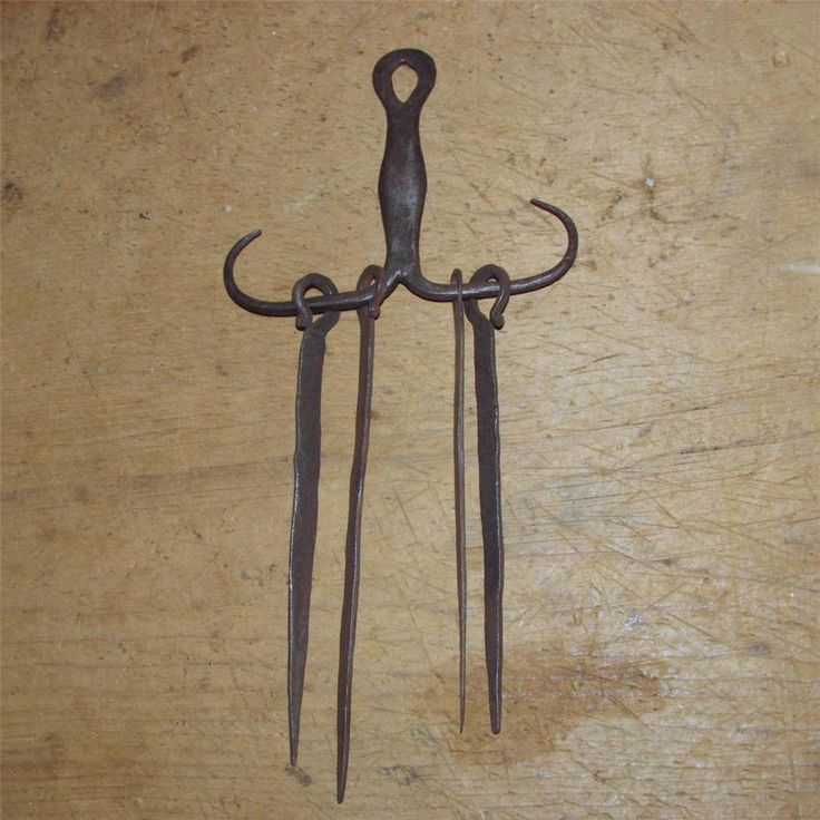VERY RARE 18TH C NEW ENGLAND WROUGHT IRON SKEWER HOLDER W/ 4 SHAPED SKEWERS GREAT OLD SURFACE NICE BOLD FORM ALL ORIGINAL.  Sold   Ebay    210.00.    ...~♥~