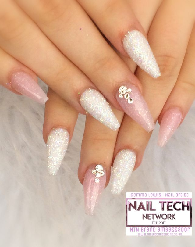 Baby Pink Glitter Nails Nailstyle Pink Glitter Nails Nails Design With Rhinestones Fancy Nails Designs