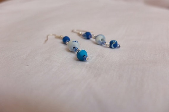 These amazing marine earrings is a great start for a simple, jet gives you a classy look, if you are heading out to the beach, or going to sail or even just for an every day occasion. To complement it you can buy the marine bracelet with the same beads that will for sure finish your looks. Enjoy wearing it.