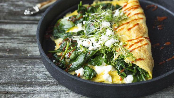 Omelett med spinat, feta og chili