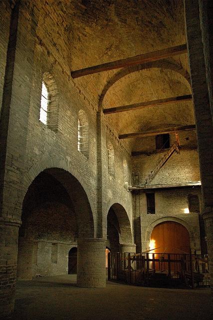 Saint philibert de tournus monastery burgundy france for Architecture romane