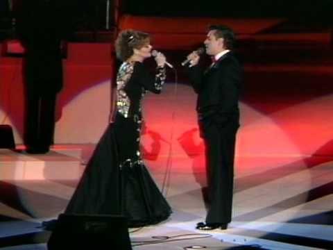 """Rocio Durcal, Juan Gabriel - """"Fue Un Placer Conocerte"""" (En Vivo) • Music video by Rocio Durcal & Juan Gabriel performing """"Fue Un Placer Conocerte"""". (C) 1992 Sony Music Entertainment Mexico, S.A. De C.V."""