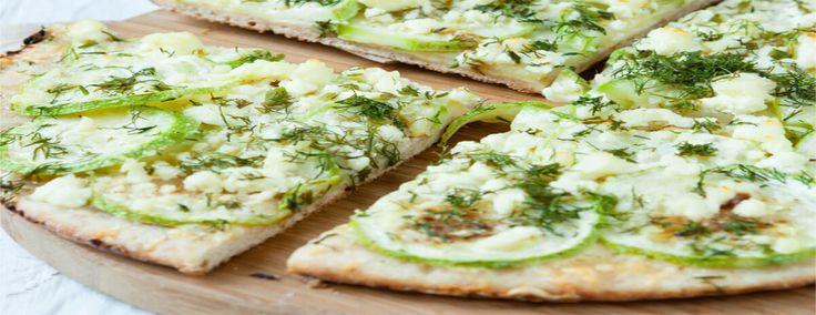 Esta massa de pizza de abobrinha pode ser uma solução para evitar picos elevados de açúcar no sangue depois de comer pizza.
