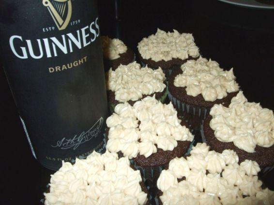 Essayez cette délicieuse recette de Petits gâteaux au Guinness glacés au Baileys sur SaleWhale.ca, où vous trouverez aussi les ingrédients en solde dans les circulaires hebdomadaires des grandes épiceries.