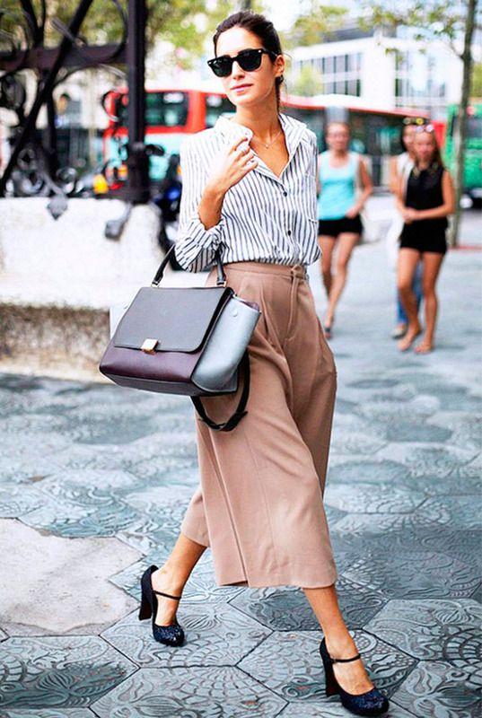 Gala González. Gala González De las primeras en llevar culottes y así, la mezcla perfecta con camisa azul masculina y accesorios lady.