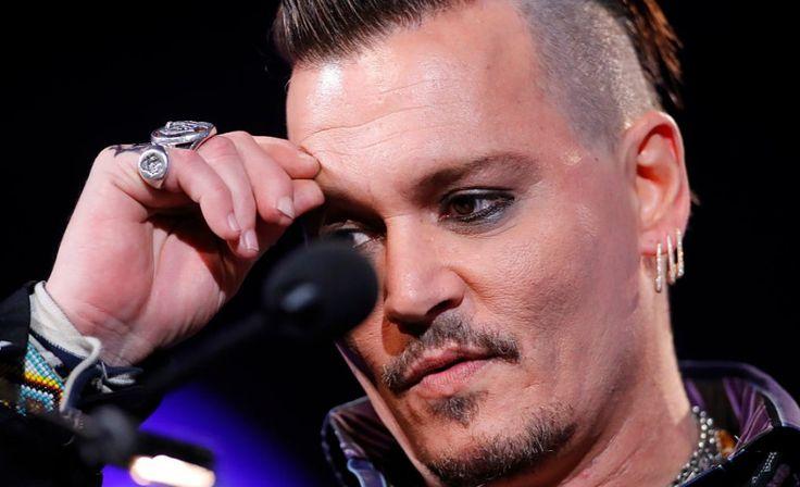 Schokkende beelden: Johnny Depp snijdt vingertopje af na woede-uitbarsting >>