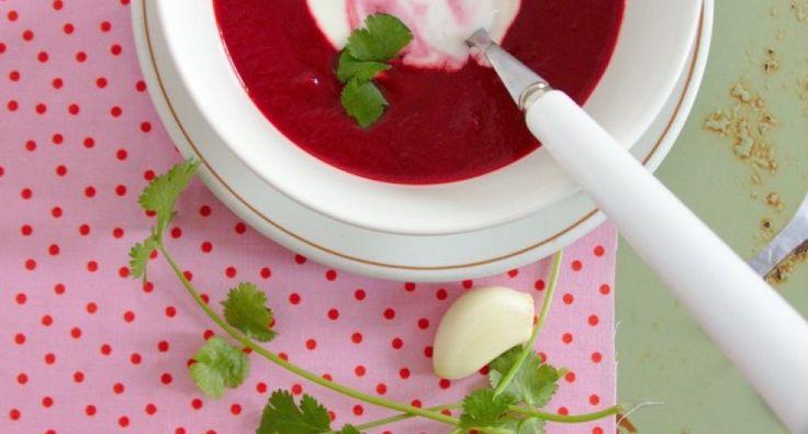 Zupa krem z buraków, z kminkiem rzymskim - wersja II.: Z tym przepisem nie wiąże się żadna historia. Miałam w domu dwa buraki, zrobiłam z nich zupę. Ostatnio wszystko doprawiam kminkiem rzymskim, stąd nazwa: zupa buraczana z kminkiem rzymskim. :)
