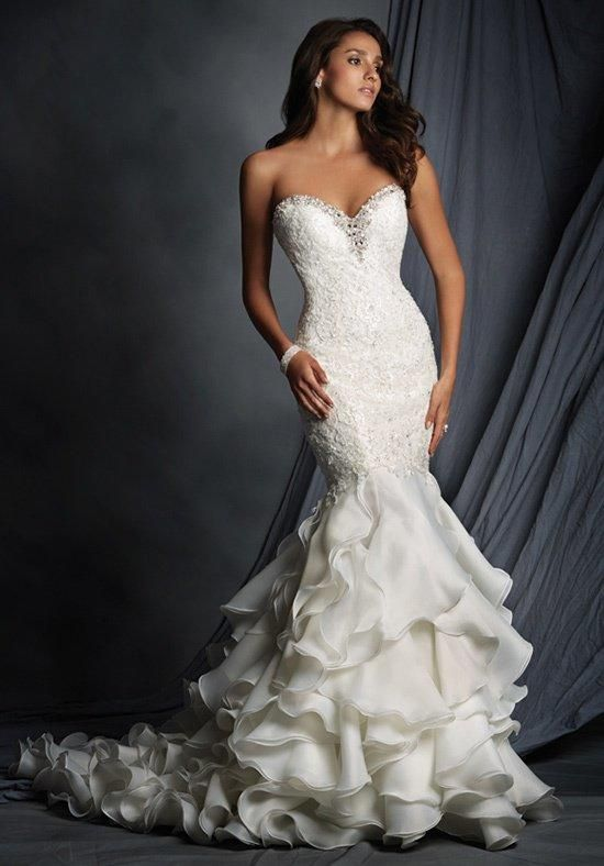 Lace bodice with a rhinestone encrusted, sweetheart neckline | Alfred Angelo Signature | https://www.theknot.com/fashion/2527-alfred-angelo-signature-wedding-dress