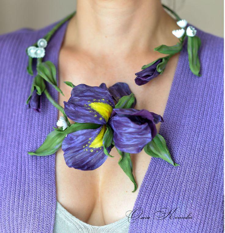 Купить Цветочное колье из кожи Фиолетовые ирисы Ожерелье цветы - фиолетовый, фиолетовый цветок