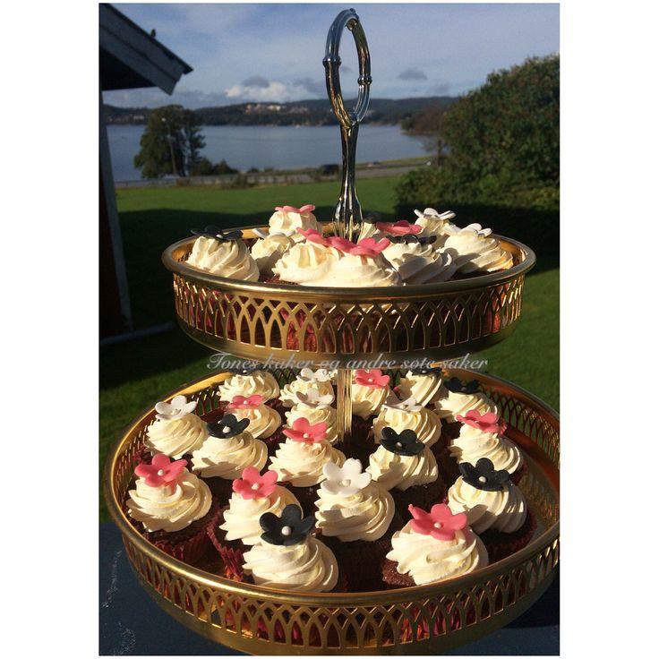 Cupcakes til bursdag. Birthday cupcakes! Tones kaker og andre søte saker