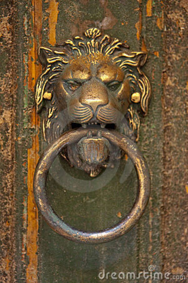 Lionu0027s Head Door Knocker Stock Image   Image: 11284611