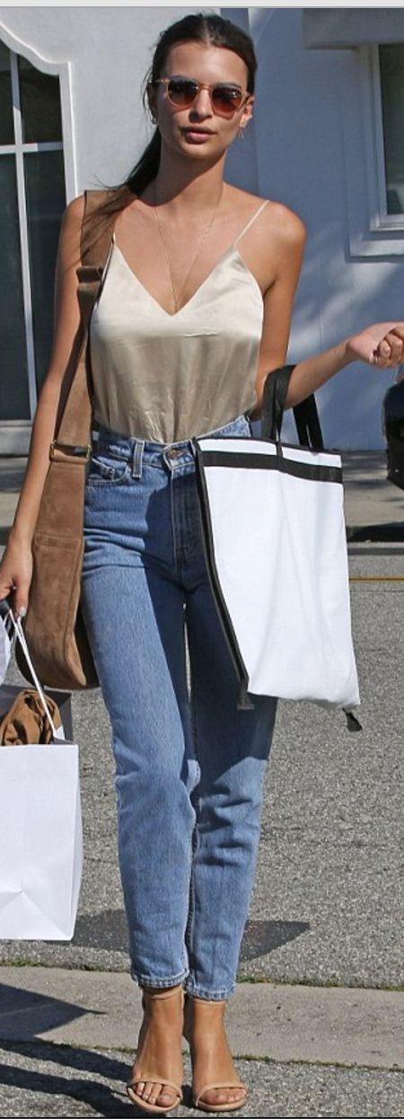 Emily Ratajkowski: Shirt – The Reformation  Jeans – Levi's  Shoes – Stuart Weitzman