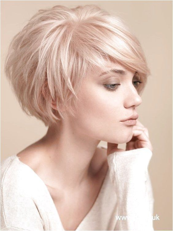 Balayage Short Hairstyles for Thin Hair Women Over 30-40 The chic crop is completed with a wonderful fringe design which boost the charm and grace of