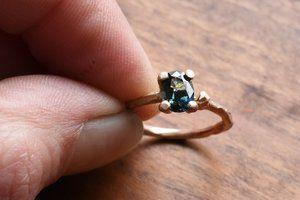 verlovings-ring-engagement-blue-green-sapphire-saffier-rose-goud-gold-vintage-bohemian-den haag-natuurlijk-structuur.jpg