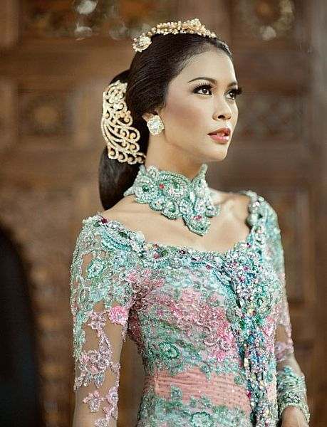 Ancah Ady Wedding Make Up & Gallery