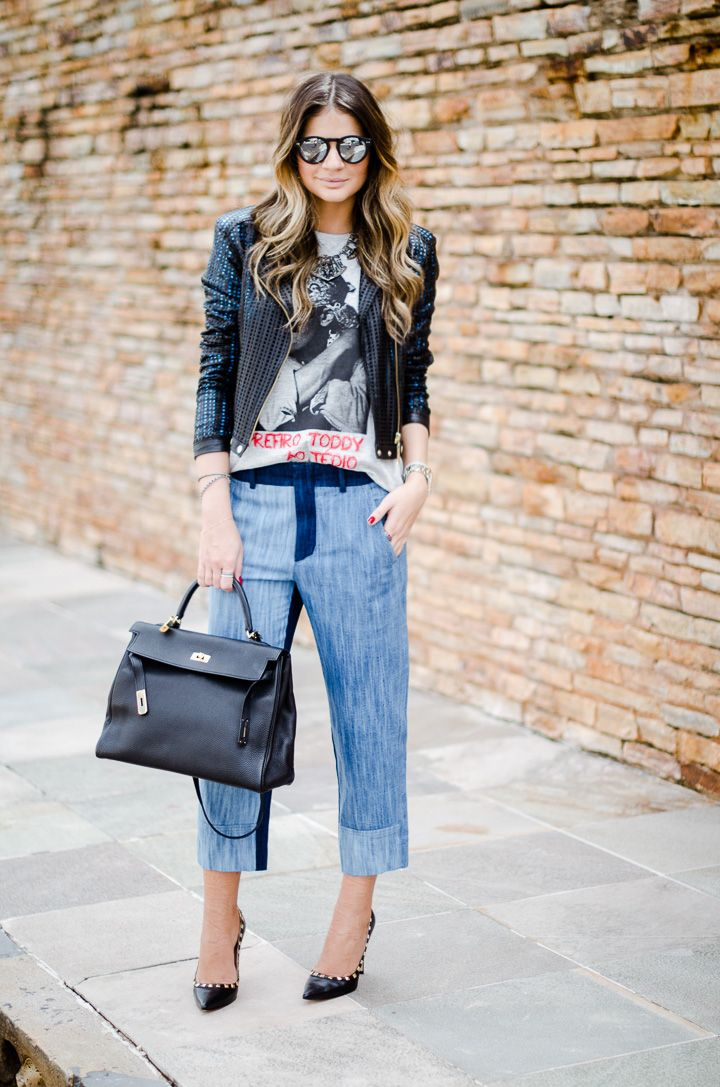 """Calça boyfriend A calça boyfriend é um tipo de calça, geralmente em jeans, bem folgada. A precursora deste tipo de calça foi a atriz hollywoodiana Katie Holmes.  Ela  recebe  esse  nome  pois  possui  um  """"man-style"""",  com 6 modelagem mais ampla e corte mais reto. Fica larga e fofa no corpo e o gancho é mais alto. Em poucas palavras, é como se você tivesse pegado a calça jeans de algum homem emprestada."""