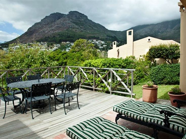 SeaGlades I - Lovely three-bedroom, two-bathroom townhouse in secure complex offering pool and tennis court and within walking distance to the shops and beach.The main bedroom is en-suite, and has a balcony with lovely ... #weekendgetaways #houtbay #capemetropole,peninsula #southafrica