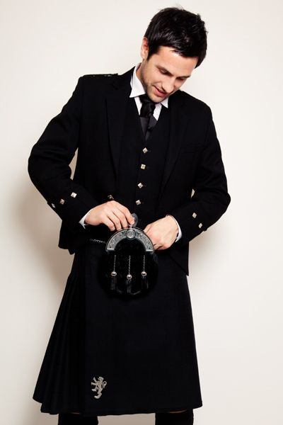 Love the all black kilt look   *DavidKanePhotography