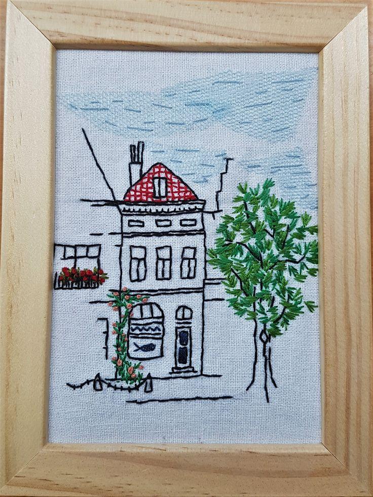 Huis Holland - katoen, tule en borduurwerk 13x15 cm #textile #recycled textile#embroidery stitch #textile art #wood #frame