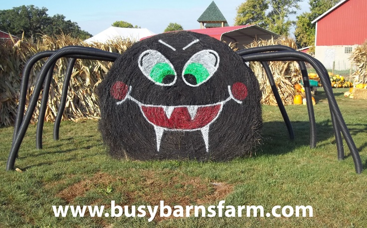Busy Barns Farm Spider Round Bale Art