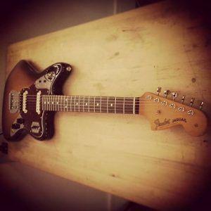 En ce moment à l'atelier : Fender Jaguar Mexique de 2008 pour un réglage complet.