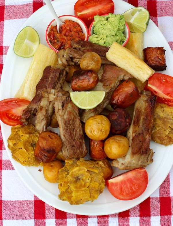 Fritanga o Picada Colombiana ( Fried Food Platter) | mmmhm! This is a must have whenever my family goes to the Colombian restaurant. :)