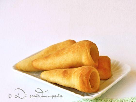 Di pasta impasta: Coni di pizza con crema di ricotta e asparagi