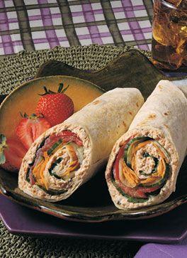 De wraps met zalm, roomkaas en sla smaken erg verfrissend. Het recept biedt ruimte voor eigen inbreng want je kunt zelf nog een lekkere groente toevoegen.