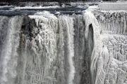 Из-за рекордных морозов вСеверной Америке замерз Ниагарский водопад